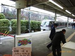 レッドアロー@西武球場前駅2.jpg