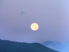 富士山に月が沈む0.jpg