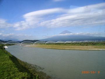 新幹線の車窓から富士山(富士川).jpg