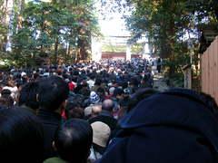 本宮へ参拝する人々2.JPG