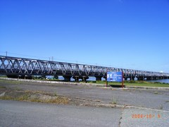 淀川を渡る電車.jpg