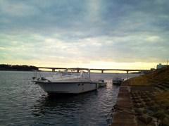 IMG_20140105_船と湘南大橋.jpg